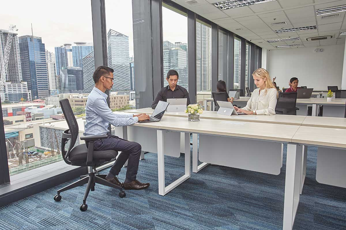 Ore_PrivateOffice-4-desks_img1.jpg